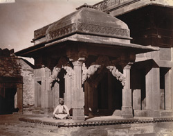 General view of the Astrologer's Seat from the Pachchisi Court, Fatehpur Sikri 1003534